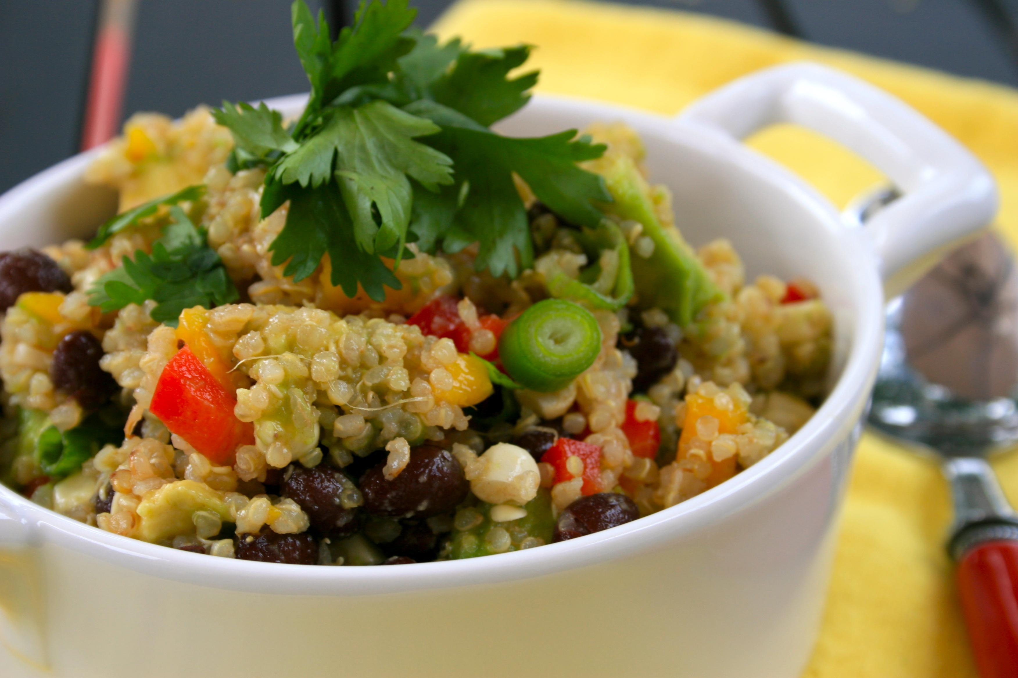 Southwest Quinoa Salad | easy peasy